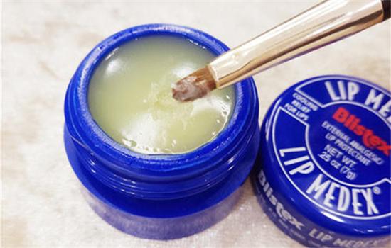 【美天棋牌】小蓝罐唇膏每次用多久