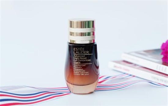 【美天棋牌】雅诗兰黛小棕瓶精华能天天用吗 小棕瓶的功效