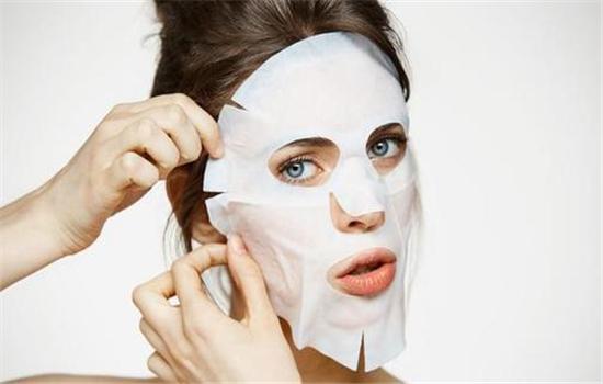【美天棋牌】保湿面膜敷在脸上刺痛感几天后可以消除 敷了过后的护肤方法