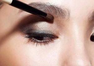 眼妝怎么卸才能卸的干凈 ?內眼線和睫毛膏的卸除方法