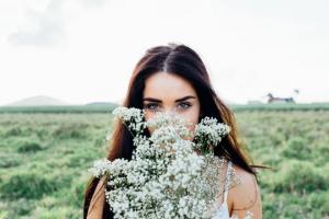 長期用卸妝水的危害 最不傷皮膚的卸妝方式是什么