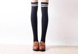 过膝袜老是往下掉怎么办 过膝袜和长筒袜的区别