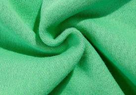 淺綠色上衣顯黑嗎 軍綠色褲子配什么顏色上衣
