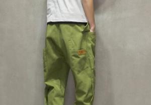 绿色裤子怎么搭配好看 搭配什么上衣好看