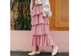 粉色短裙配什么颜色上衣好看 粉色纱裙配什么上衣