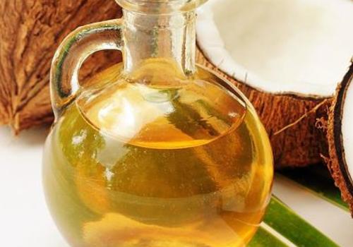 【美天棋牌】椰子油护发是干发抹还是湿发 椰子油护发的正确方法