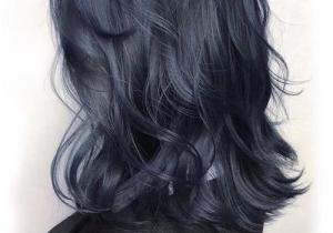 蓝黑色头发在阳光下是什么颜色 越洗越蓝还是越洗越黑