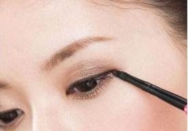 眼線膠筆怎么用 眼線膠筆的優缺點