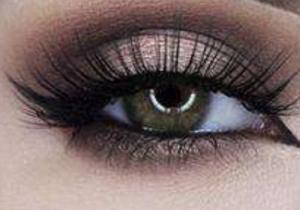 浅色系美瞳适合日常吗 可以用水泡吗