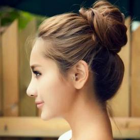 居家發型的簡便梳法 半丸子頭還是蘋果頭