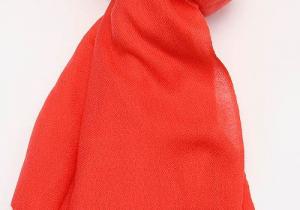 羊毛围巾扎脖子是什么原因 羊毛围巾扎脖子怎么办