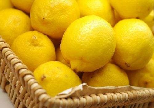 【美天棋牌】柠檬敷脸刺痛怎么回事 怎么办