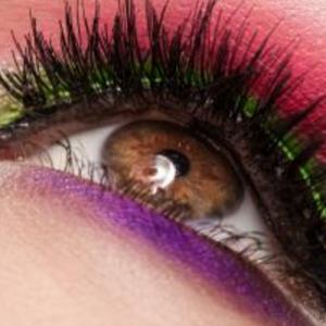 学生眼影应该怎么画图解 ?学生简单自然眼妆教程