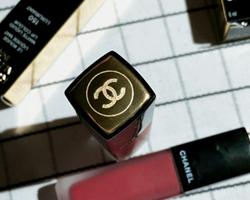 香奈儿印记唇釉和口红的区别 香奈儿152唇釉专柜价格