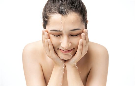 【美天棋牌】艾叶洗脸的功效与作用 艾叶洗脸可以天天洗吗