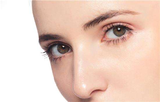 【美天棋牌】美瞳的保质期是多久 过期了带了有什么危害