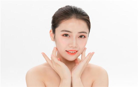 唇部磨砂膏有什么作用 如何给唇部去死皮