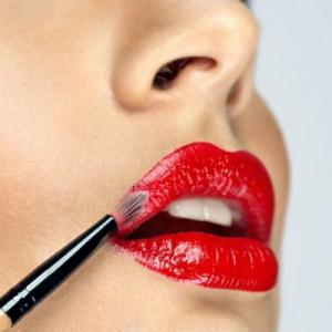 冬天用唇彩還是唇膏 為什么更適合用唇彩