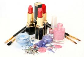 過期的彩妝產品還能用嗎 不小心使用過期彩妝怎么辦