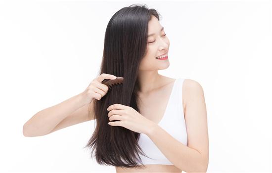 【美天棋牌】发量多的女生适合短发吗 烫什么发型好看