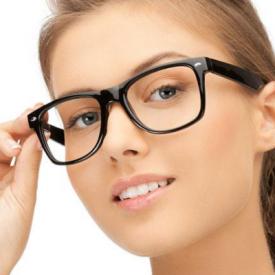 玩手机戴眼镜好还是不戴眼镜好 经常摘取眼镜好吗