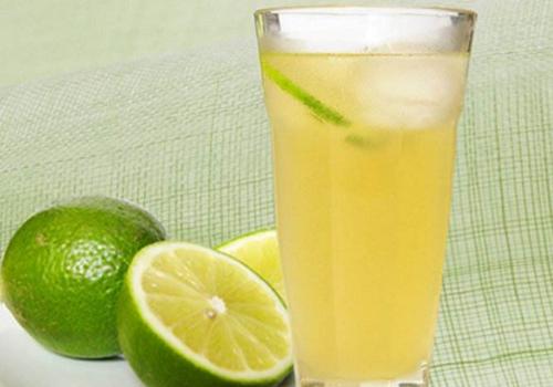 蜂蜜柠檬水可以用热水泡吗 用热水泡的蜂蜜柠檬水有什么变化