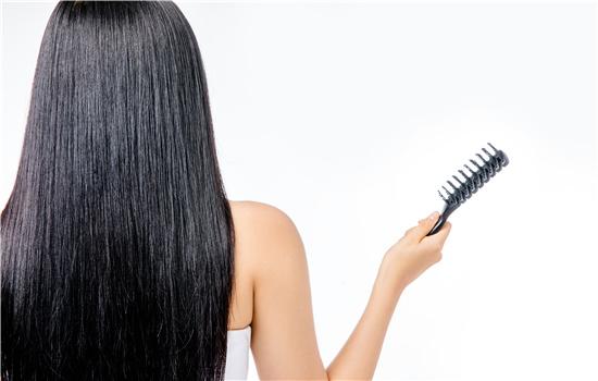 【美天棋牌】烫发后头发上的味道是什么有毒吗 怎么去除方法