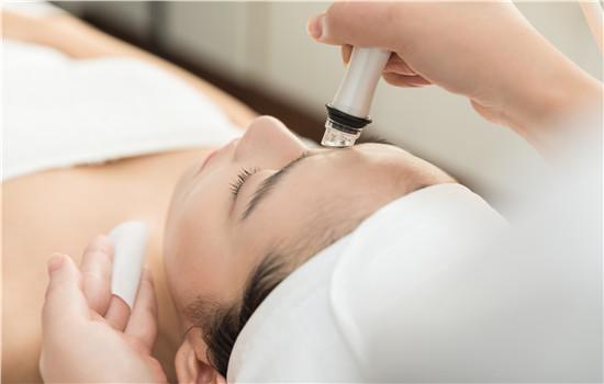 【美天棋牌】化妆品过敏测试方法   过敏可以用芦荟胶吗