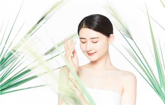 【美天棋牌】蓝秀化妆品是国产品牌吗  是几线品牌