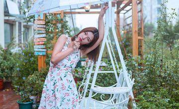 哪种碎花裙颜色显年轻 色彩丰富又独特