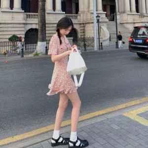 碎花裙搭配什么鞋子