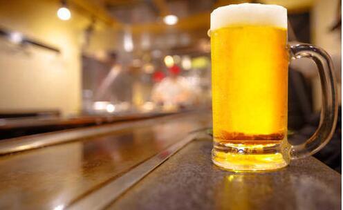 【美天棋牌】啤酒过期还能洗头发吗 啤酒过期怎么洗头