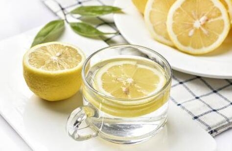 【美天棋牌】喝柠檬水可以晒太阳吗 喝柠檬水多久可以晒