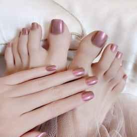 腳黑做什么顏色指甲顯白
