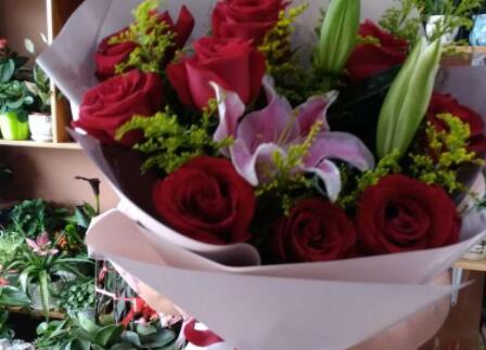 【美天棋牌】教师节为什么送向日葵 教师节送花要送几朵