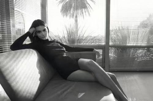 【美天棋牌】美国高端购物平台FWRD宣布签约Kendall Jenner出任创意总监