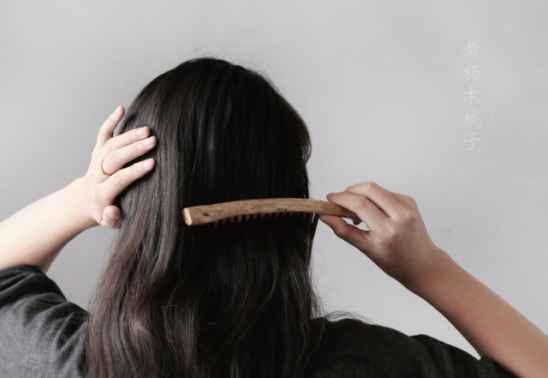 头发爱出油怎么办 解决头发油腻的几个好偏方