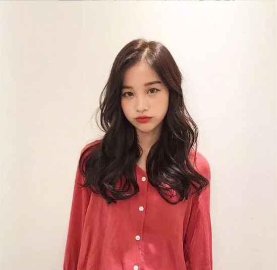 显脸瘦的刘海发型 脸大的女生适合的刘海发型
