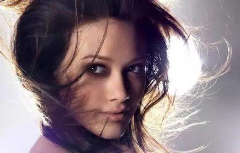冬季头发隔几天洗最好 不同发质更要注意洗头次图片