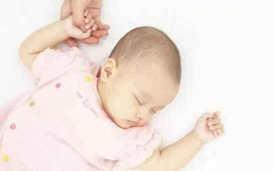 宝宝睡觉不踏实的原因 宝宝睡觉易惊醒怎么回事