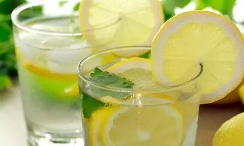 柠檬水的功效与作用 柠檬水喝对了才有效果