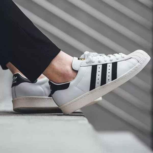 什么运动鞋牌子好 这几双鞋你的鞋柜一定要有一双