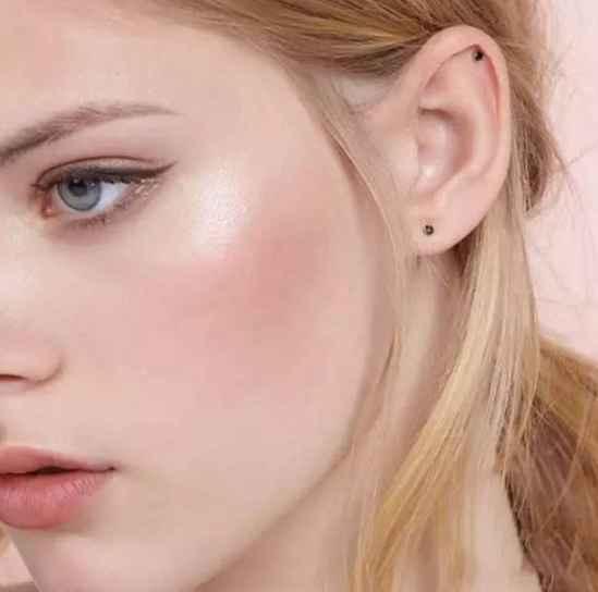 怎么化妆显脸小 传授一些变小脸的技巧给你们