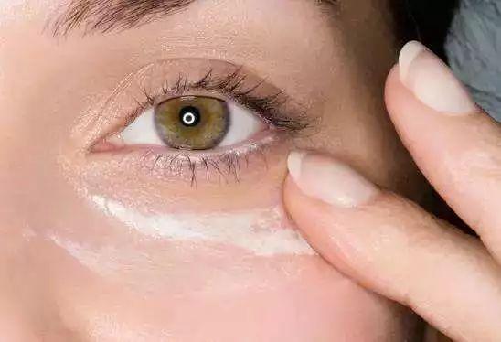眼霜什么时候用 20岁就要开始用眼霜了吗