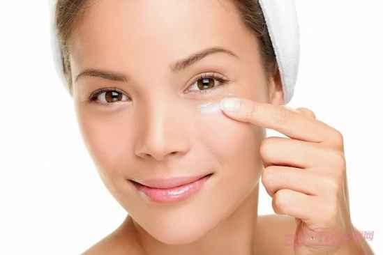 女人多大适合用眼霜