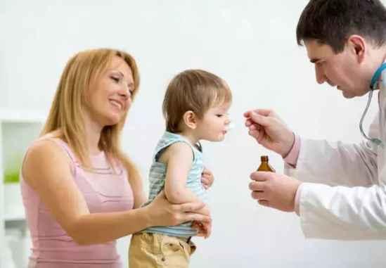 宝宝吐奶怎么办?减少吐奶的方法