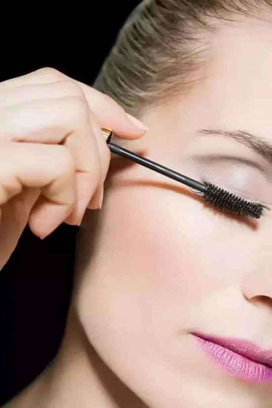 刷睫毛膏的正确方法 8步教你正确刷好睫毛
