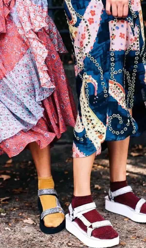 秋冬袜子怎么搭配衣服   现在的袜子都流行这么穿呢