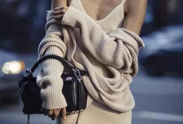 吊带裙怎么搭配    细肩带洋裙穿在外面竟然这么好看
