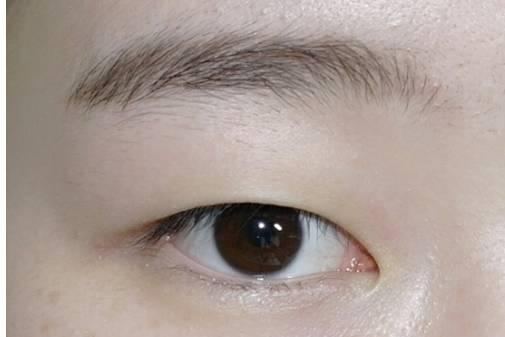 单眼皮眼妆的画法步骤图片 不用担心你的眼睛电力不足啦